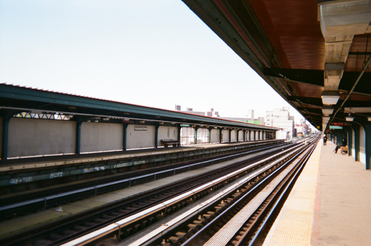 mta train tracks in new york city